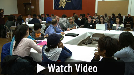 Posterframe Student leaders watch video